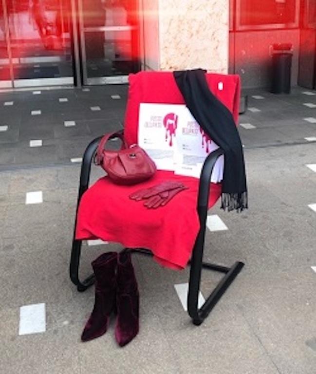Design, quella sedia rossa che mette nei guai High Tech