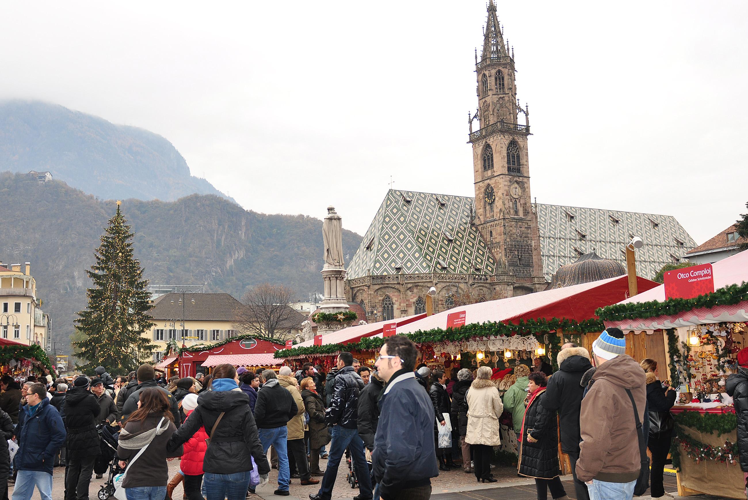 Mercatini Di Natale Bolzano Piazza Walther.Aria Di Natale A Bolzano In Piazza Walther E Arrivato L