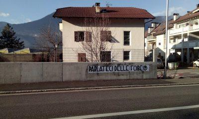 parlateci delle foibe striscioni blocco studentesco bolzano