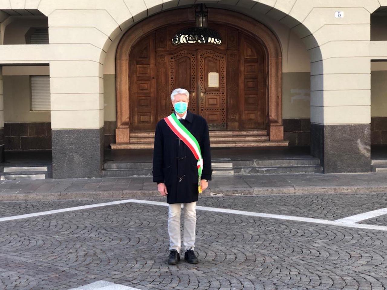 Comune Di Lana Bz covid -19: bandiere a mezz'asta in municipio a bolzano e
